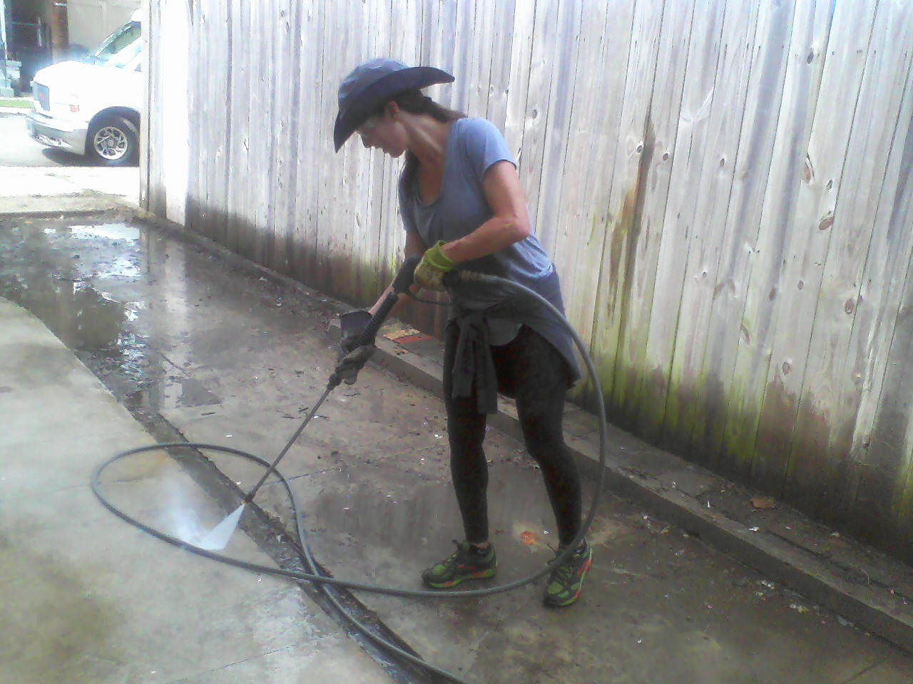 Nancy fell in love with the power washer. Cool chapeau!